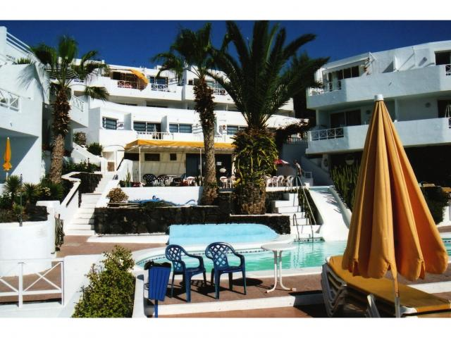Two bed studio apartment with kitchen and bathroom. Complex has a large swimming pool, bar and sun terrace. Beautiful views of Puerto del Carmen Harbour from the balcony.
